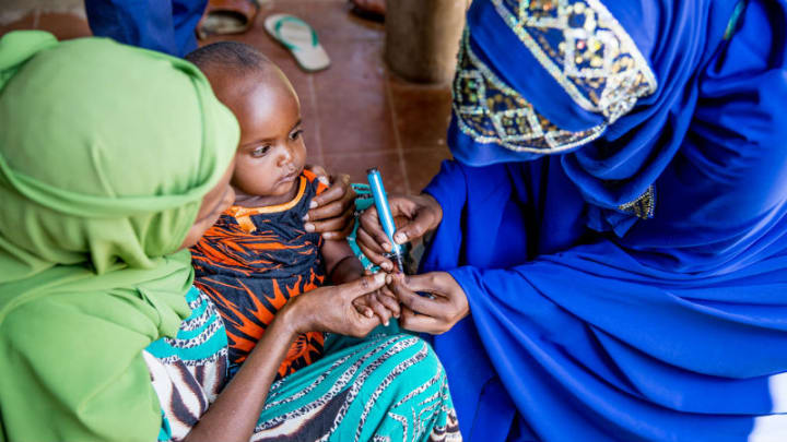 A Health Worker Marks a Child's Finger - UNICEF - 2015 - Meklit Mersha